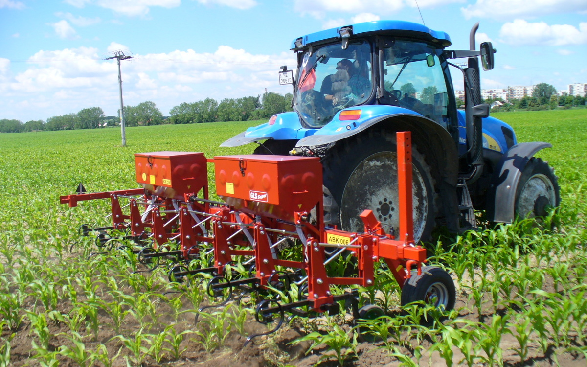 Row spacing cultivator ABK 006